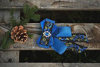 Náhrdelníky - Folk brošňa/ dámsky motýlik (modrá spona) - 12746096_
