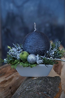 Svietidlá a sviečky - Vianočný svietnik s guľatou sviečkou - 12745368_