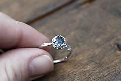 Prstene - Vetvičkový s tmavě modrým topazom - 12747034_