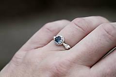 Prstene - Vetvičkový s tmavě modrým topazom - 12747035_