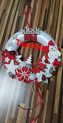 Dekorácie - Červeny vianočný venček so sovičkou - 12753778_
