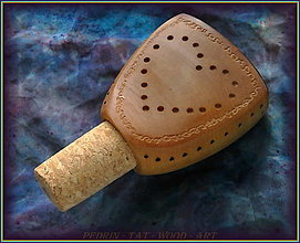 Pomôcky - 87. Dřevěná zátka na Vínko - LISTNÁČ - 12753615_