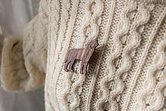 Odznaky/Brošne - Drevená brošňa vlk - 12753366_