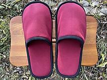 Obuv - Bordové papuče s čiernym lemom - 12750927_