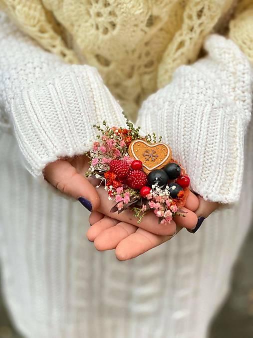 """Kvetinová brošňa """"vianočné pokušenie"""" - srdiečko"""