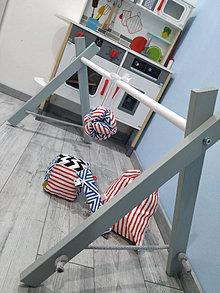 Hračky - Drevená hrazdička pre bábätko s hračkami - šedá,drevená detská hrazdička,wooden baby gym,montessori hrazdička,hrazda - 12751267_