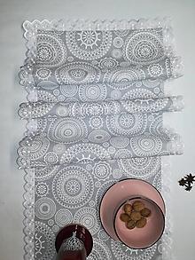 Úžitkový textil - Stredový obrus s madeirovou krajkou Biele vločky na režnej - 12759140_