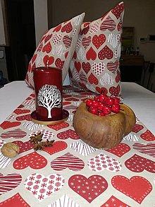 Úžitkový textil - Stredový obrus Červené srdiečka - 12759196_