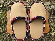Obuv - Veľké hnedé papuče s farebným vzorom - 12754897_