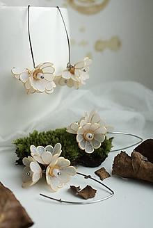 Náušnice - Kvetinové Tanečnice, bielo-zlaté. Chirurgická oceľ - 12757313_
