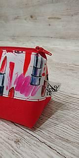 Taštičky - Kozmetická taštička rúže na červenom - 12758735_