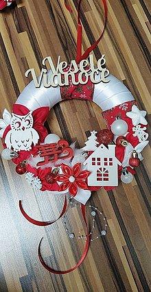 Dekorácie - Červený závesný veniec Veselé Vianoce - 12762494_