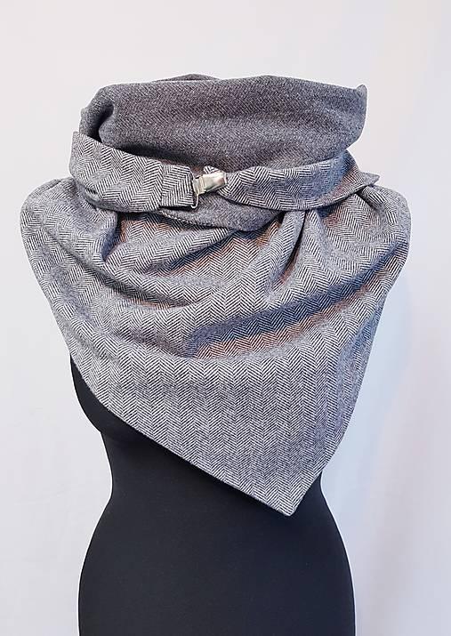Dámsky hrejivý šál so zapínaním