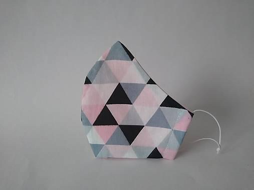 Dizajnové rúško trojuholníky rúžové tvarované dvojvrstvové