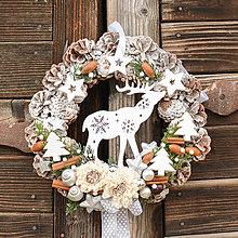Dekorácie - Vianočný veniec na dvere so sobíkom - 12765149_