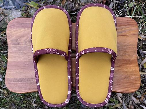 Žleté papuče s pierkovým lemom