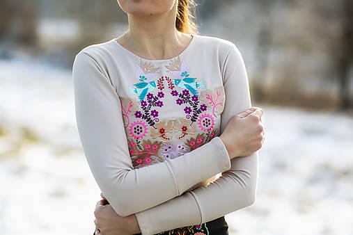 Vyšívané tričko