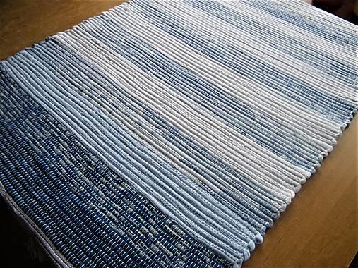 Tkaný koberec bielo-modrý 2