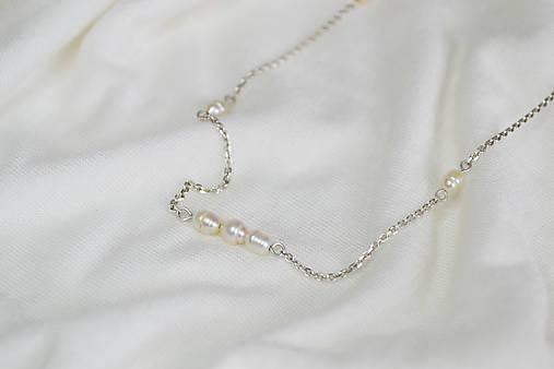 Náhrdelníky - Strieborný náhrdelník s riecnimi perlami - 12771930_
