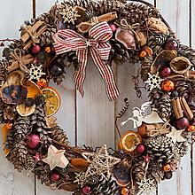 Dekorácie - Prírodný vianočný veniec XL... keď Ti padne v lese šiška na nos :) - 12768721_