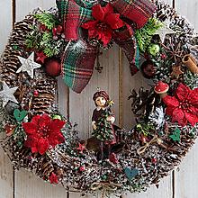 Dekorácie - Prírodný vianočný veniec na dvere ...dievčatko so stromčekom... - 12768766_