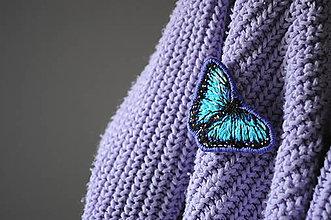 Odznaky/Brošne - Brošňa motýľ (ručne vyšívaná) - 12772393_