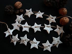 Dekorácie - Vianočná biela hviezdičková girlanda - 12780792_
