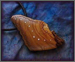 Náhrdelníky - 586. Dřevěný náhrdelník  SLIVOŇKA  -  stahovací - 12790054_