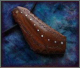 Náhrdelníky - 590. Dřevěný náhrdelník  SLIVOŇKA  -  stahovací - 12790066_
