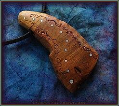 Náhrdelníky - 591. Dřevěný náhrdelník  SLIVOŇKA  -  stahovací - 12790068_