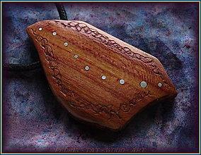 Náhrdelníky - 593. Dřevěný náhrdelník  SLIVOŇKA  -  stahovací - 12790072_