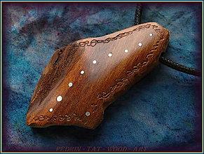 Náhrdelníky - 596. Dřevěný náhrdelník  SLIVOŇKA  -  stahovací - 12790079_