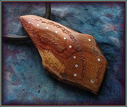 Náhrdelníky - 597. Dřevěný náhrdelník  SLIVOŇKA - 12790081_