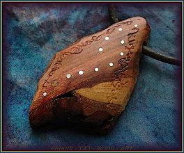 Náhrdelníky - 598. Dřevěný náhrdelník  SLIVOŇKA - 12790084_
