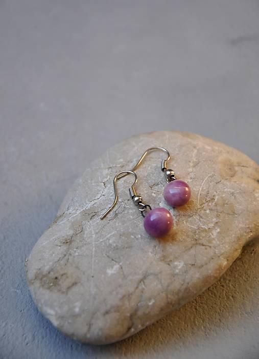 Náušnice v ružovo fialová guľôčka