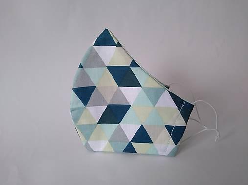Dizajnové rúško trojuholníky mint tvarované dvojvrstvové