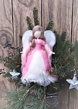 Dekorácie - Anjel z ovčieho rúna stojaci ružový - 12800308_