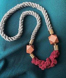 Náhrdelníky - Malinové uzly na šedém laně - 12801832_