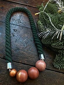 Náhrdelníky - Zelený náhrdelník s pudrovými korálky - 12801834_