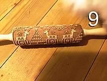 Pomôcky - Valček na cesto so vzorom 9 vianocni sobi, embosovaný, gravírovaný - 12801720_