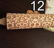 Pomôcky - Valček na cesto so vzorom 12 vianocni sobi, embosovaný, gravírovaný - 12801740_