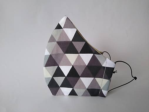 Dizajnové rúško trojuholníky čierne tvarované dvojvrstvové