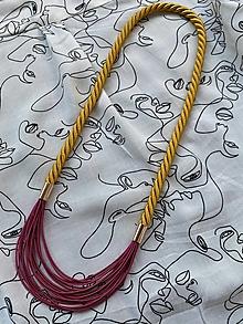 Náhrdelníky - Zlaté lano s malinovou pruženkou - 12807266_