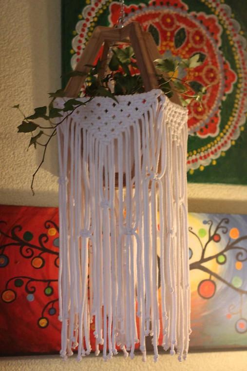 Makramé drevený držiak na kvetináč so strapcami