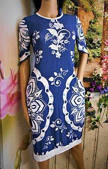 Šaty - FLORAL FOLK -  šaty v dĺžke midi s vačkami (modrý podklad - biely vzor) - 12809716_
