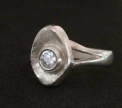 Prstene - Eye I.-strieborný prsteň so zirkónom - 12817084_