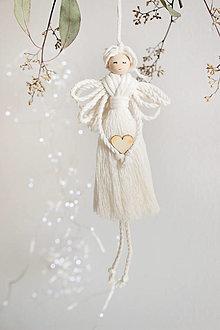 """Dekorácie - vianočná makramé ozdoba """"Anjel"""" so srdcom - 12819392_"""