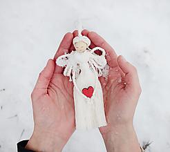 """Dekorácie - makramé ozdoba """"Anjel"""" so srdcom (červené srdce limitovaná edícia) - 12819416_"""