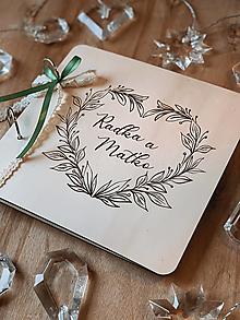 Papiernictvo - Svadobná kniha hostí, drevený fotoalbum - Venček srdiečkový - 12824138_