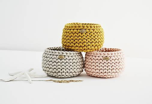 Pletený mini košíček - marhuľková/horčicová